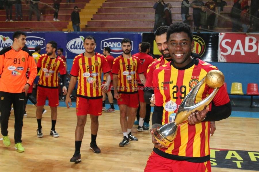 Nos handballeurs célèbrent la champion's league avec notre président.